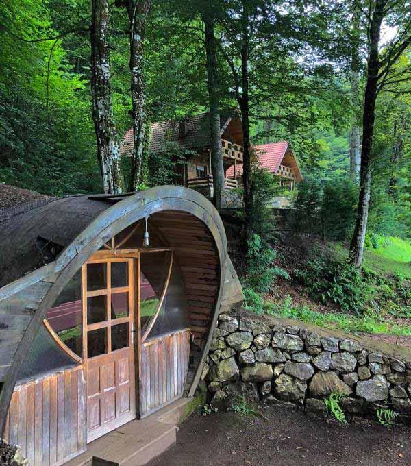 Güzeldere şelalesi hobbit evleri