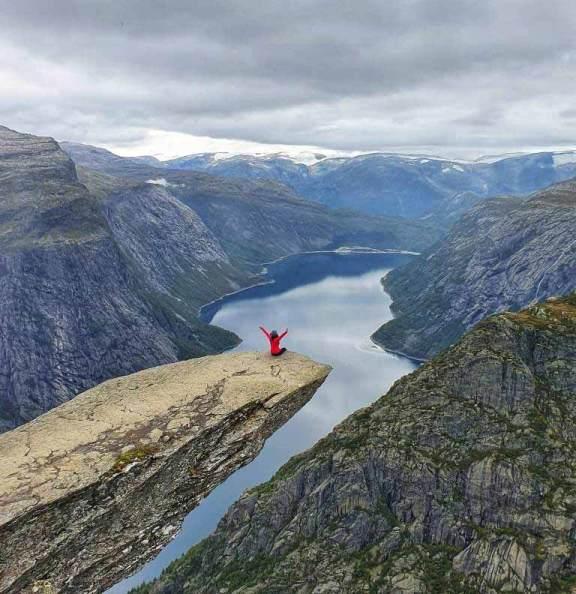 Trolltunga Norveç Bahar Gündoğdu
