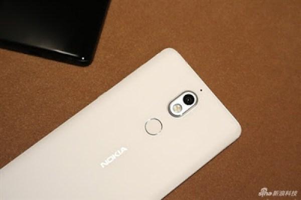 Nokia 7 white