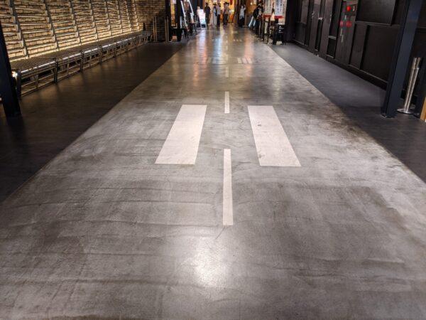 福岡空港ラーメン滑走路通路