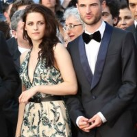 Kristen Stewart 'Begs Robert Pattinson's Best Friend Tom Sturridge For Help To Win Him Back'