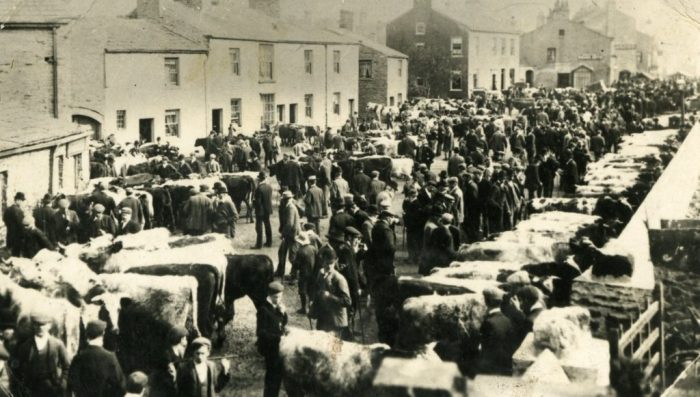 Cattle-market in Hawes. Unknown date (collection of Dales Countryside Museum)