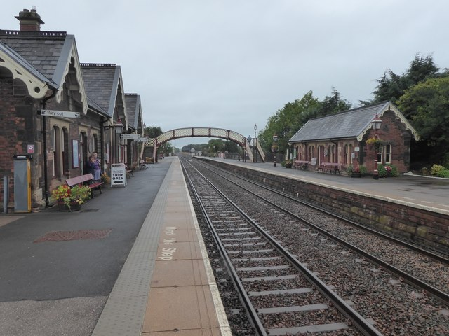 Photo shows the tracks and platforms at Appleby Station