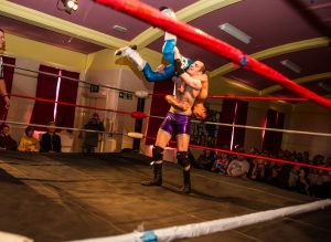 Joey Divine finds himself in a risky position against Paul York - pic courtesy of Stuart Glossop