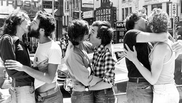 https://i1.wp.com/www.yorku.ca/jspot/5/stand_together/2/Gay%20Liberation/3_couples_kiss.jpg