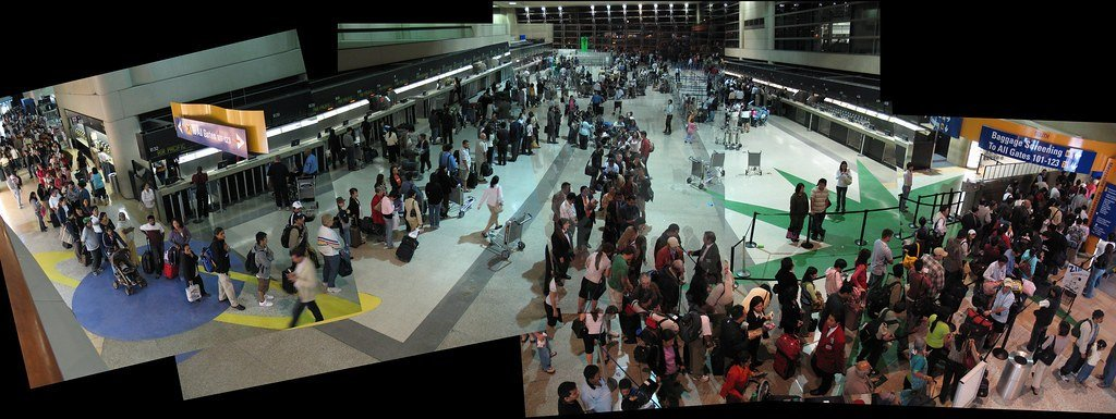 Image of a busy airport line