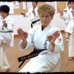 Mujer de 75 años se gradua de 4to Dan