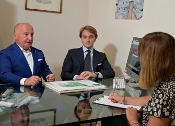 Fabio e Giovanni Bonati, della Bonati Immobiliare di La Spezia: non basta avere il patentino. Un bravo agente immobiliare deve essere anche consulente finanziario e fiscale