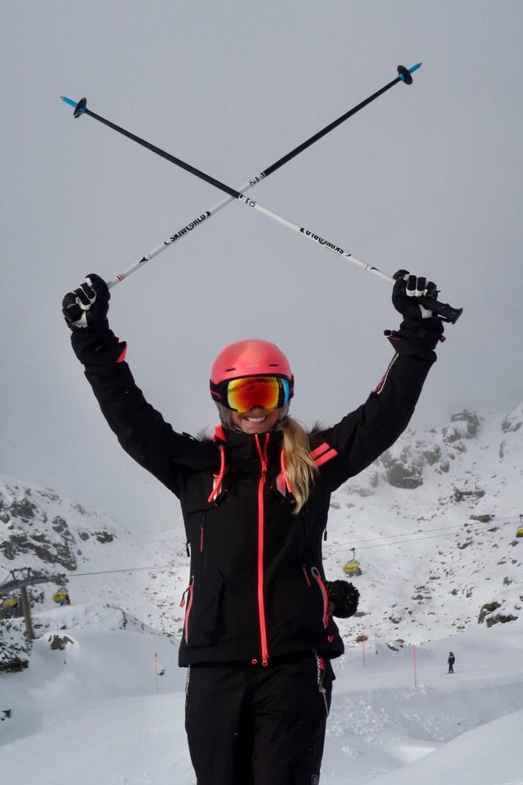 skiinggirl skiing girl