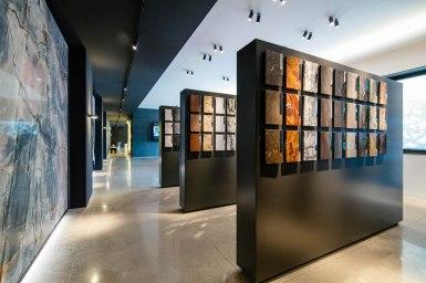 Le pietre Antolini esposte a parete come quadri