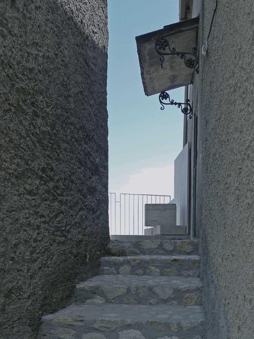 Italia, Amanzio Farris, Belvedere per una persona