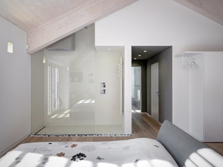 Camera da letto con doccia a vista