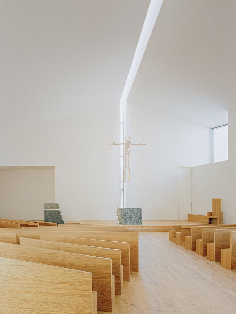 interni chiesa bologna