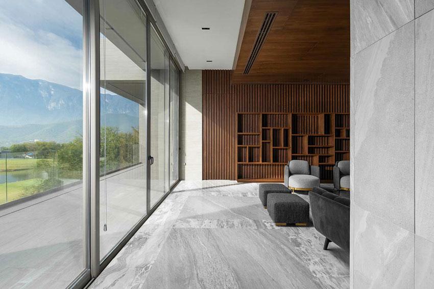 Interno del M+B Residence Club de Golf La Herradura, in Messico, curato dal progettista Mario Bolivar
