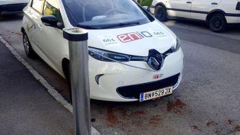 ein Elektro-Renault Zoe von ENIO tankt an der Haus-Stromtankstelle