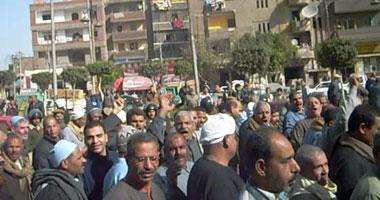 عمال شركة طنطا للكتان تظاهروا أمام ديوان عام المحافظة