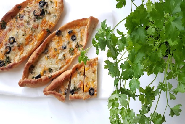 Pide au fromage – Pizzas turques