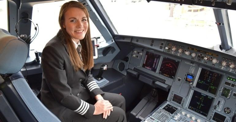 À 26 ans, l'anglaise Kate McWilliams devient la plus jeune commandant de bord du monde