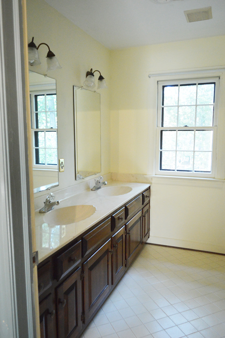 HouseTour-Hall-Bath