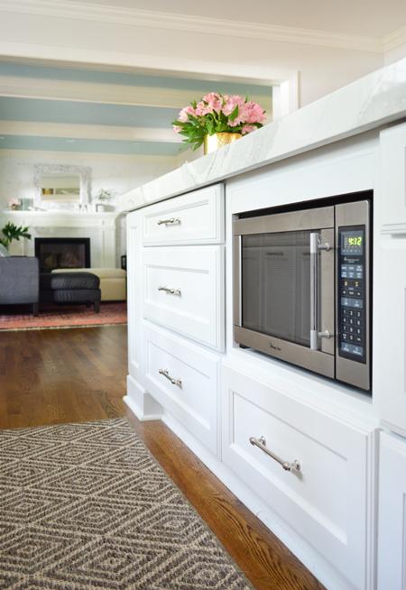 kitchen-demo-microwave-in-island-450