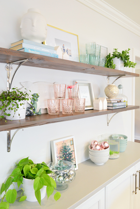 xmas-decor-kitchen-shelves-ornaments