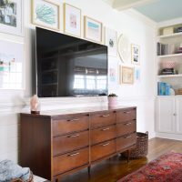 How To Make A Gallery Wall Around A TV
