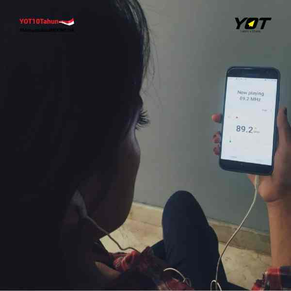Masihkah Radio Dicintai Millennials? - young on top