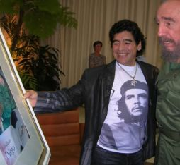 Diego Maradona presenting a painting to Fidel Castro