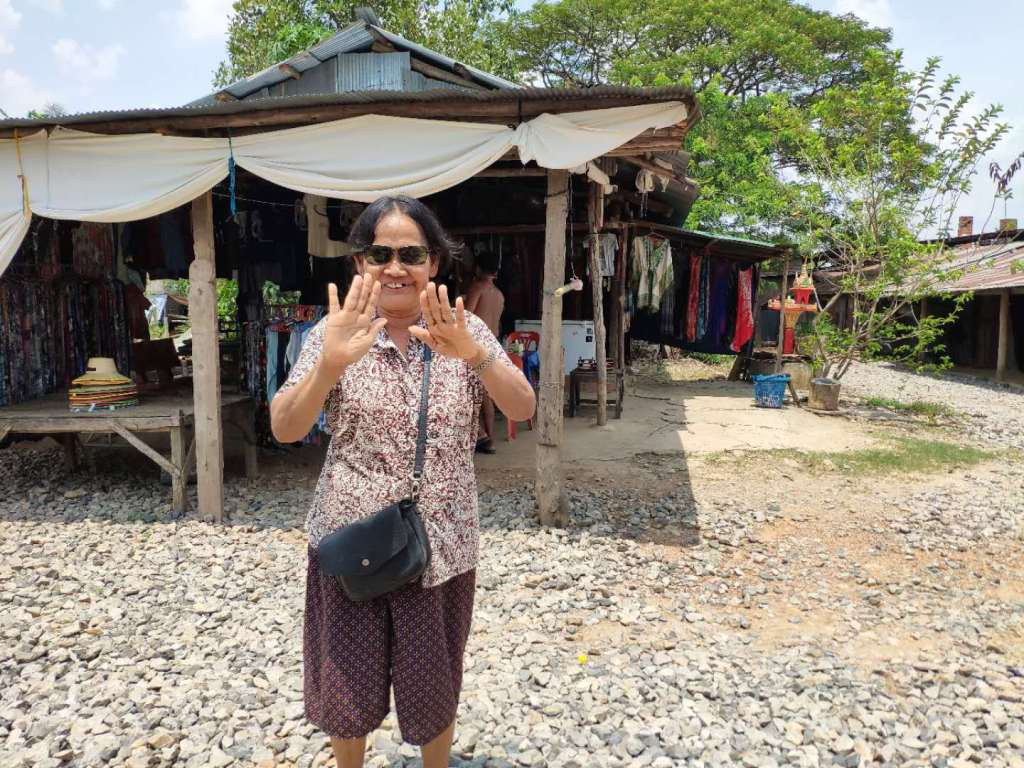 How to say hello in Cambodian