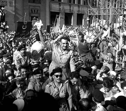 Nasser greeted by adoring crowds in 1954