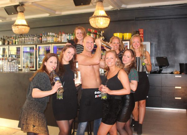 cocktail workshop met topless bartender in Antwerpen