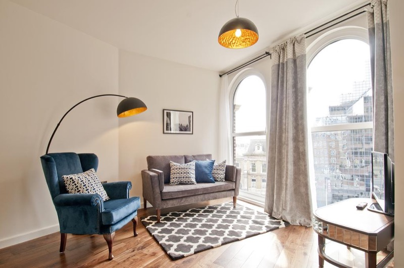 Native London apartment living room - 6 Business Hotels in London for Under  £200 per