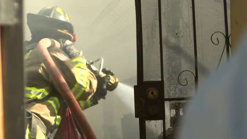 Nearly 20 displaced after garage fire in Fresno_20160701163028