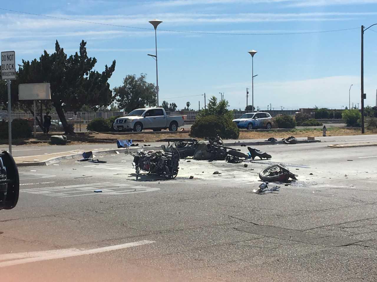 Motorcycle crash in Fresno kills one, critically injures
