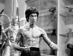 Position de karaté de Bruce Lee