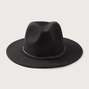 chapeau noir femme avec chaine decor