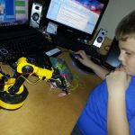 Computer or laptop controlled robot arm project from Maplins