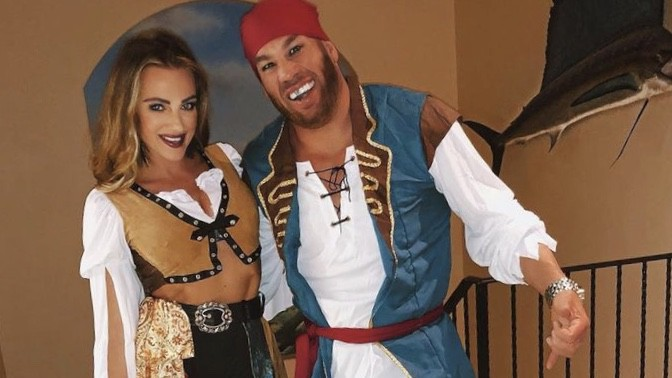 Similar costume for girls / similar costume for men. 40 Sinfully Sexy Couples Halloween Costumes For 2021
