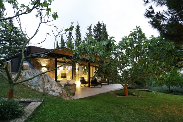 Mountain Guest House designed by Dom Arquitectura 7