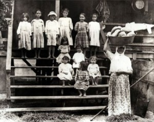 These young children probably worked part of year on the plantation (Wikipedia : Public Domain)