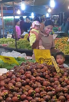 Fruit at the City night market