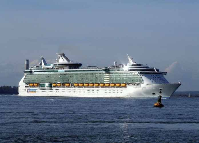 Independence_of_the_seas_Royal_Caribbean_a_Livorno_www.bellezzedellatoscana.it_003