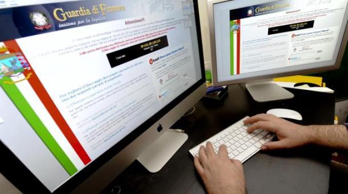 Pirati informatici: chiusi 20 siti web illegali. Un indagato è di Terracina