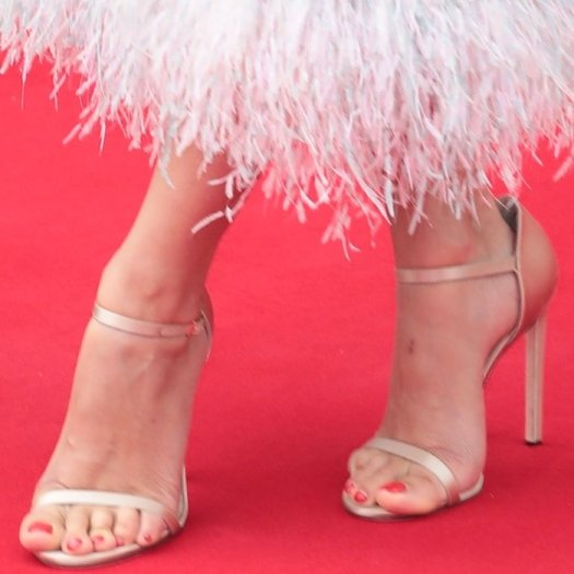 Penelope Cruz showed off her sexy feet in gold Ophelia sandals