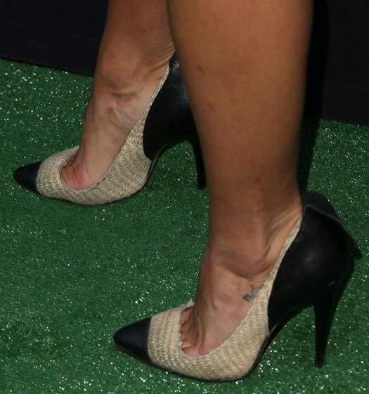 Jessica Szohr reveals toe cleavage in Isabel Marant pumps