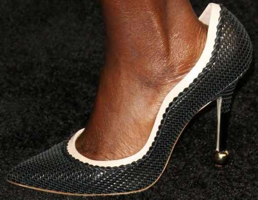 Viola Davis wears Roger Vivier pumps that were too big on her