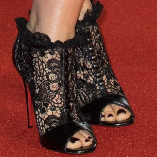 Edith Eleanor Bowman's sexy feet in Juliettra boots