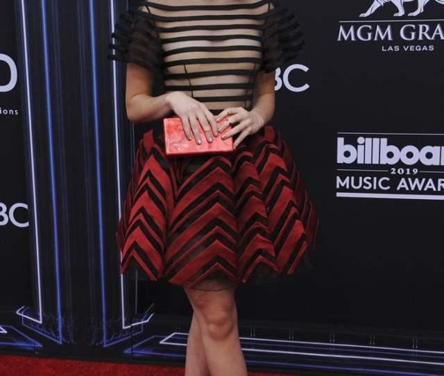 Kiernan Shipkas Belly Button And Sexy Feet At Billboard Awards