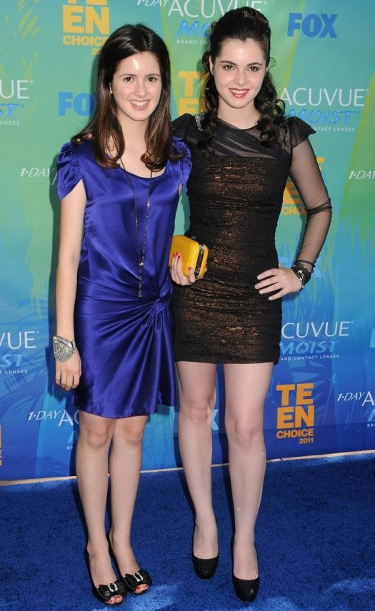 Young sisters Laura and Vanessa Marano attend the 2011 Teen Choice Awards