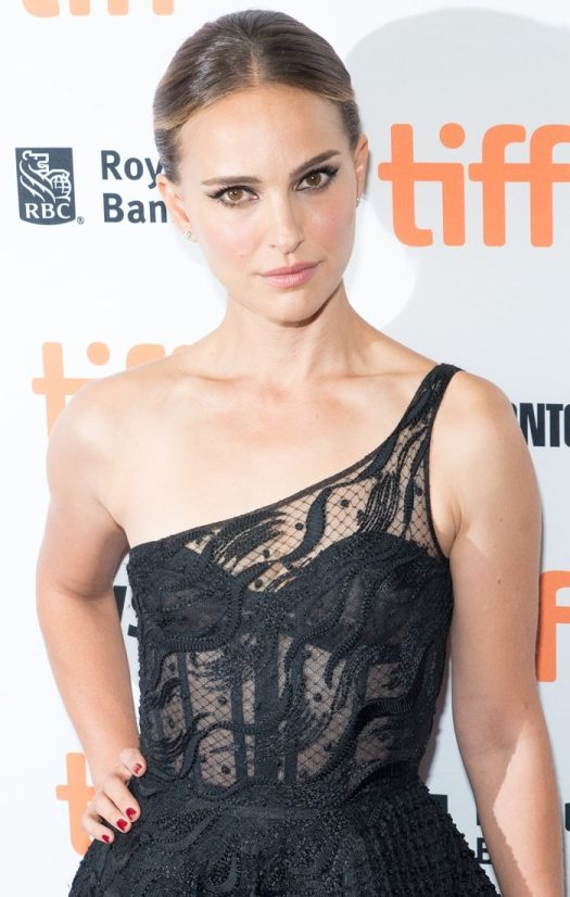 Natalie Portman does not wear a diaper while playing Lisa Nowak in Lucy in the Sky